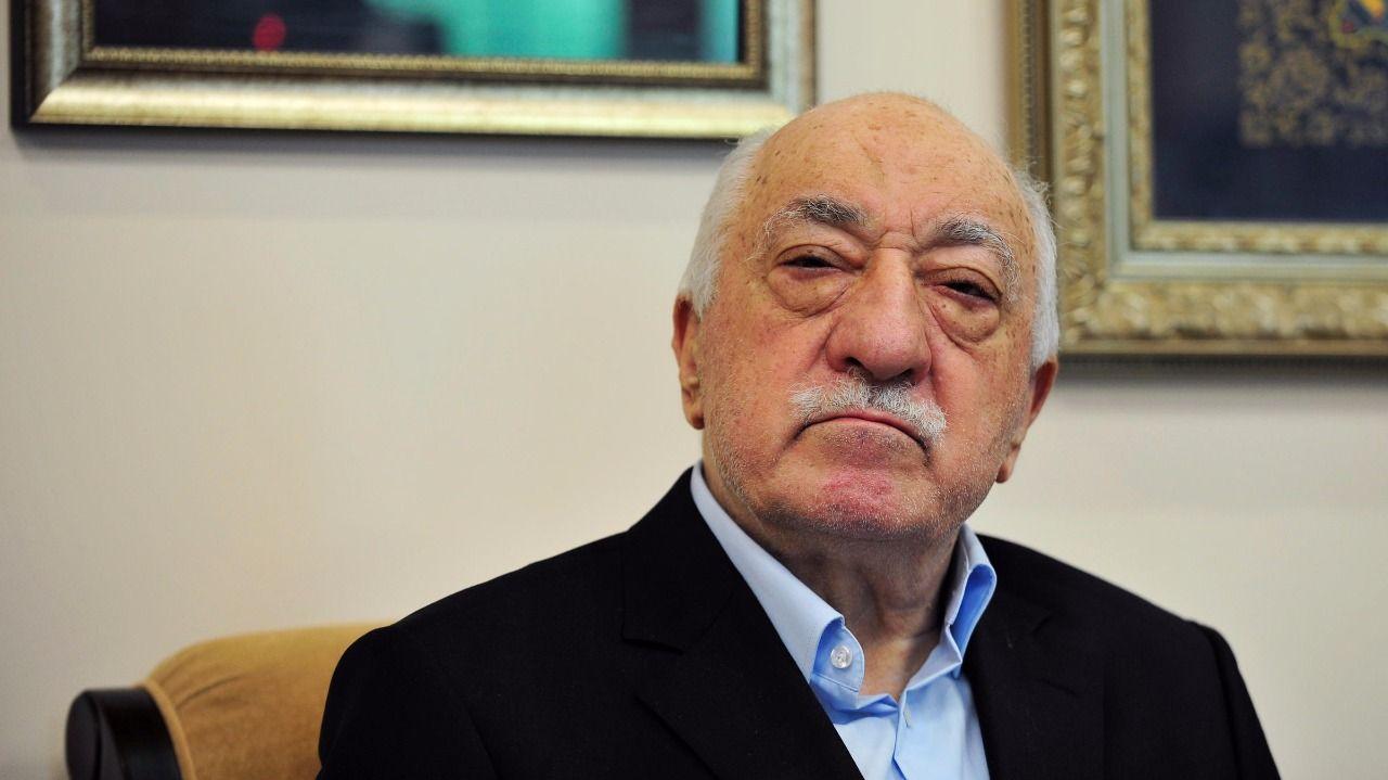 """ÖNCE FETÖ'YÜ ALKIŞLAYANLARIN ŞİMDİ SAHTE """"KARGIŞ""""LARI"""