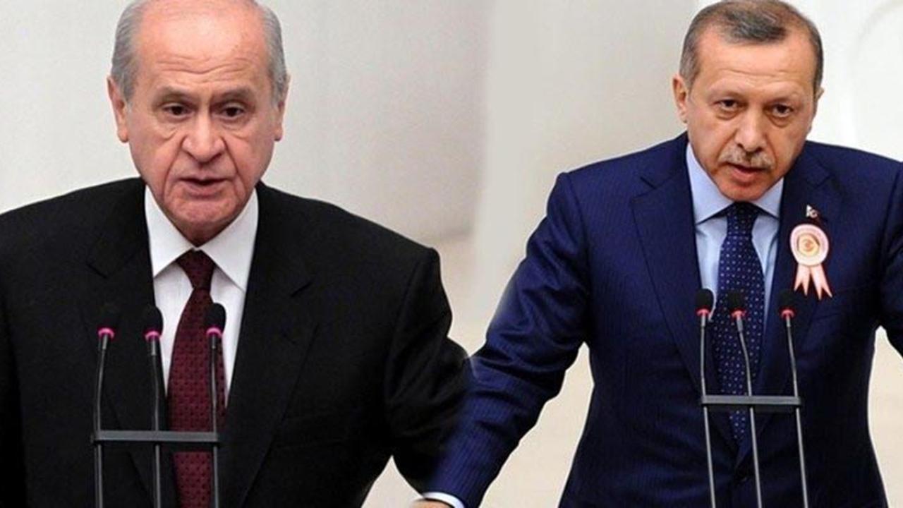 """Devlet Bahçeli'nin Erdoğan İttifakı """"BEKA"""" KAYGISI MIYDI, YAKAYI KAPTIRMASI MIYDI?"""
