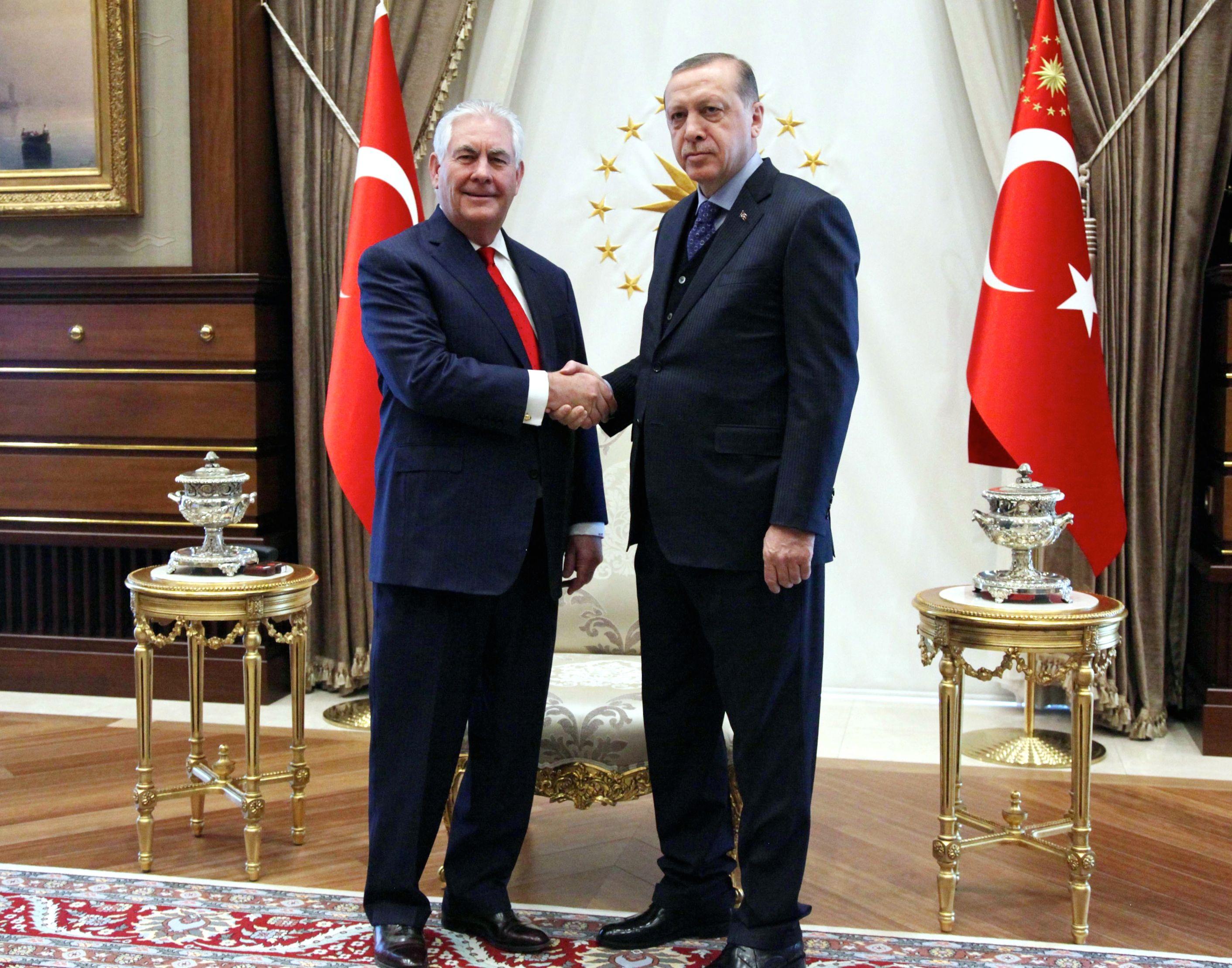 Ey AKP'li Yandaş Yazar ve Yorumcular; Tillerson'ın Dayatmaları ve İktidarın Tutarsız Açıklamaları Karşısında: CALKAZANLIĞIN BİLE CILKINI ÇIKARDINIZ!